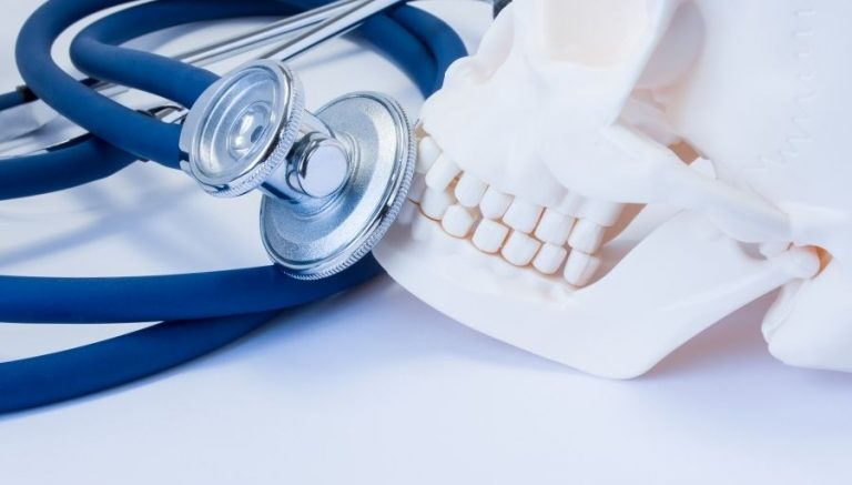 Loose Tooth – Causes, Symptoms, Diagnosis & Treatment